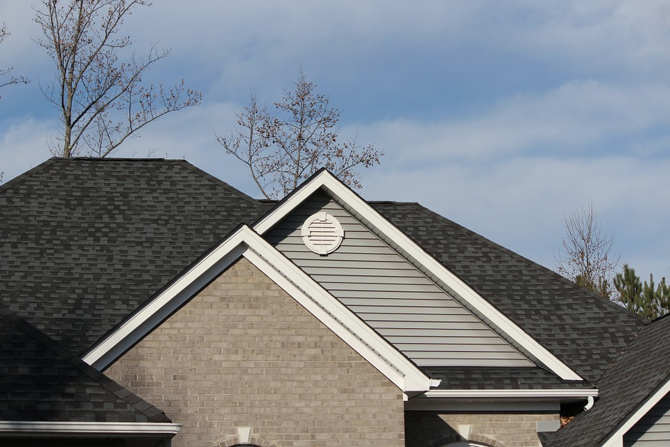 Choosing the Best Shingle Color for Your House